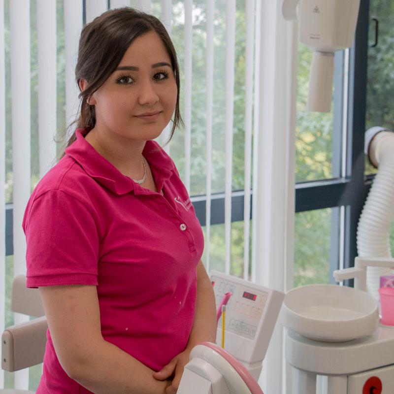 Auszubildende zur Zahnmedizinischen Fachangestellten